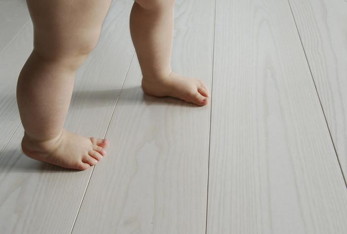 lattia, myrkyton, lapsiystavallinen