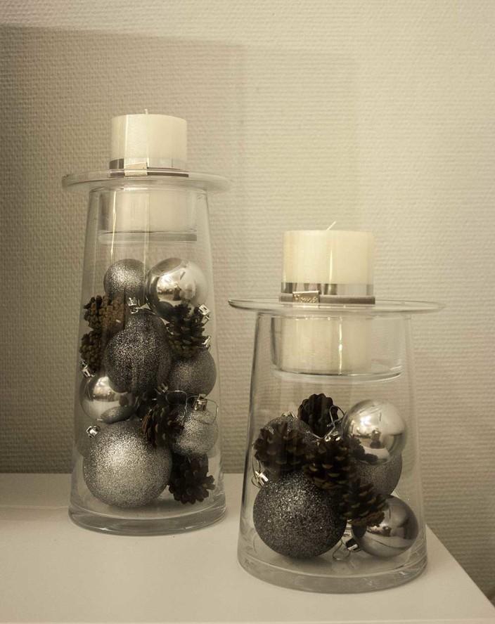 kaunis, lasinen kynttilänjalka