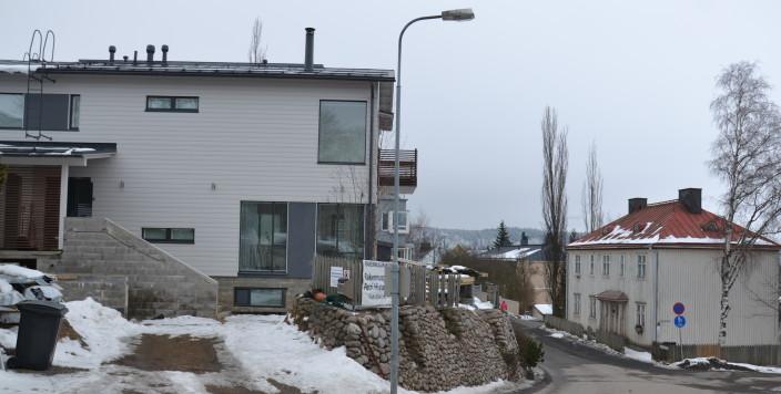 Nykyarkkitehtuuri vanhalla asuinalueella_3