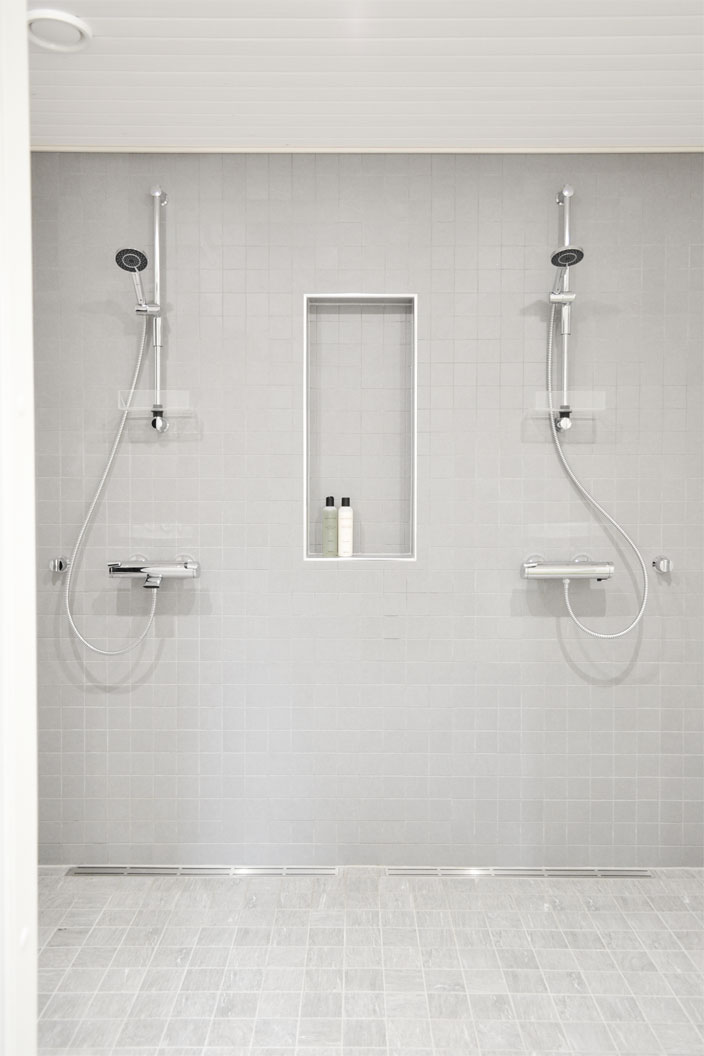 kylpyhuone harmaa klinkkeri