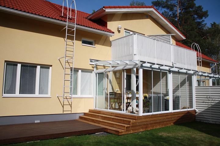 Vahtikoira ei ole pakollinen varuste, sillä lasitetun terassin ovet saa myös lukittua.