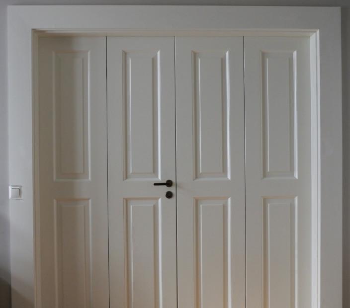 Makuuhuoneen puolella oven listaan piti mahduttaa myös paikka valokatkaisijalle.