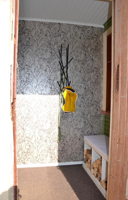 Latva-naulakko jatkaa tilan metsäistä tunnelmaa